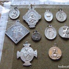 Antigüedades: LOTE CON 10 MEDALLAS ANTIGUAS DIFERENTES - ALGUNA DE SEVILLA - VER FOTOS REVERSO. Lote 89193468