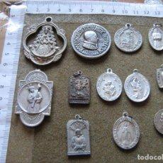 Antigüedades: LOTE CON 12 MEDALLAS VARIADAS - LAS DE LAS FOTOS - HAY 2 CON FALTAS. Lote 89195400
