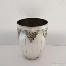 Antiguidades: VASO EN METAL BLANCO ART DECO CON SELLOS. Lote 89234008
