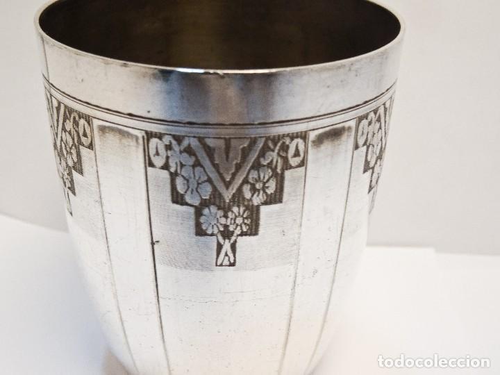 Antigüedades: VASO EN METAL BLANCO ART DECO CON SELLOS - Foto 2 - 89234008