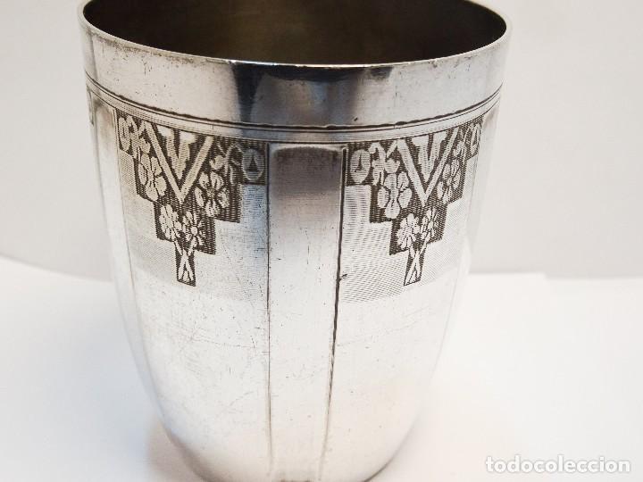 Antigüedades: VASO EN METAL BLANCO ART DECO CON SELLOS - Foto 5 - 89234008