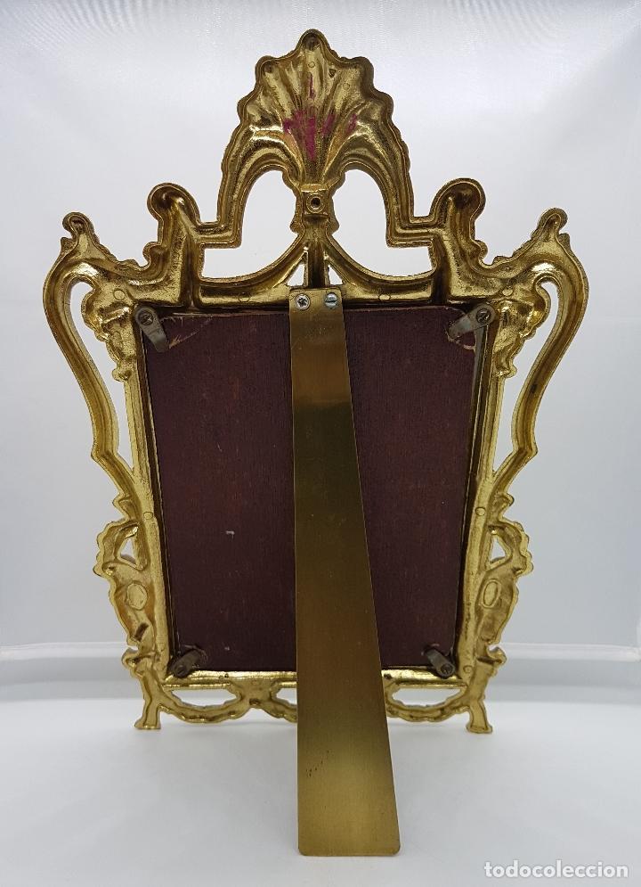 Antigüedades: Impresionante marco antiguo de estilo victoriano en metal dorado bellamente cincelado . - Foto 3 - 89263216