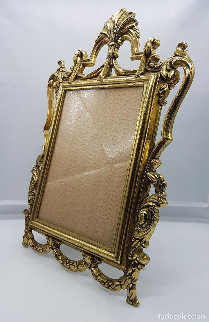Antigüedades: Impresionante marco antiguo de estilo victoriano en metal dorado bellamente cincelado . - Foto 4 - 89263216