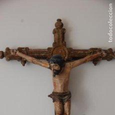 Antigüedades: CRUCIFIJO MADERA POLICROMADA. Lote 89295164