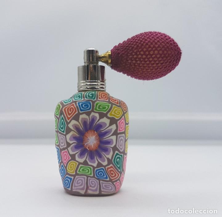 Antigüedades: Original perfumero vintage en cristal recubierto de caucho con motivos florales tipo millefiori . - Foto 3 - 89299992