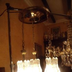 Antigüedades: BONITA Y ELEGANTE LAMPARA EN GRUESO CRISTAL DE MURANO, DE TRES TULIPAS. Lote 89310488