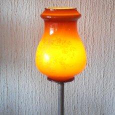 Antigüedades: LAMPARA MUY ANTIGUA DE METAL CON LA TULIPA COLOR CEREZA, TIPO GALLE. Lote 89311604