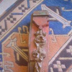 Antigüedades: RESTO FRAGMENTO TROZO DE RETABLO CON POLICROMA Y RESTO DE DORADO ORO. Lote 89377032