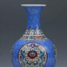 Antigüedades: PRECIOSO FLORERO CHINO CON ESTILO FAMILIA ROSE, DRGONES, PINTADO A MANO, PORCELANA CHINA. Lote 89380740