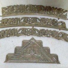Antigüedades: 4 ADORNOS EN BRONCE NIQUELADO PARA CAMA ANTIGUA. Lote 89429432