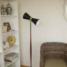 Antigüedades: VIP, ORIGINAL GENUINA MIDCENTURY LAMPARA ANTIGUA STILNOVO EN LATON TEKA Y METAL. Lote 89444668
