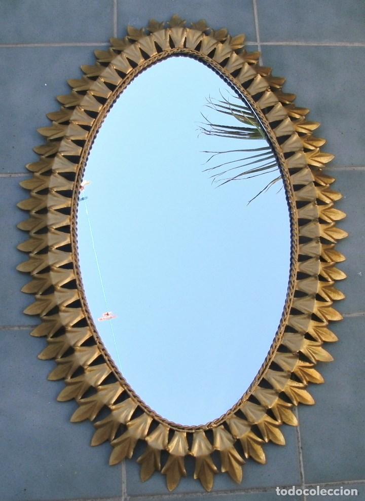 gran espejo ovalado de hierro dorado en forma de sol aos aprox