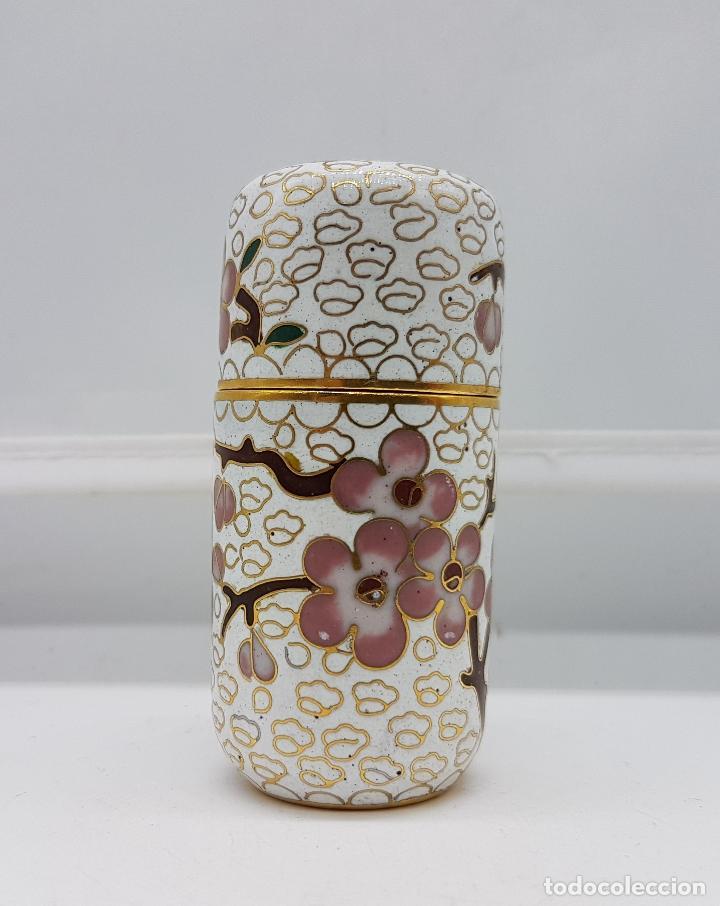 Antigüedades: Bello cofre cilindrico Chino en bronce con esmaltes cerámicos cloisonné, motivos de flor de cerezo . - Foto 2 - 89447528