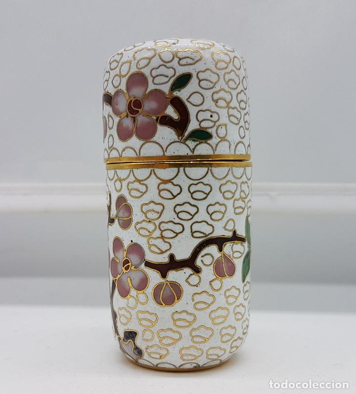 Antigüedades: Bello cofre cilindrico Chino en bronce con esmaltes cerámicos cloisonné, motivos de flor de cerezo . - Foto 3 - 89447528
