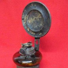 Antigüedades: ANTIGUO PEQUEÑO QUINQUE CON REFLECTOR FALTA TULIPA. Lote 89469956
