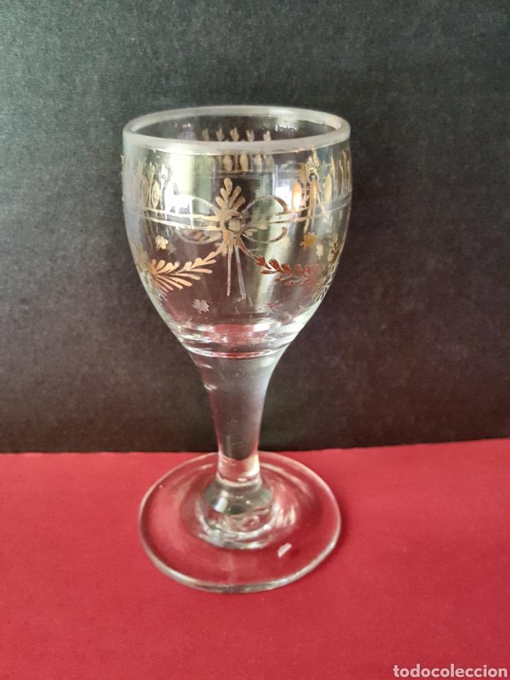 Antigüedades: Lote de 4 copas de cristal translúcido con decoración dorada de guirnaldas. La Granja, siglo XVIII. - Foto 4 - 89524526