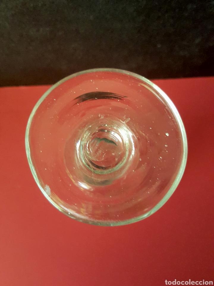 Antigüedades: Lote de 4 copas de cristal translúcido con decoración dorada de guirnaldas. La Granja, siglo XVIII. - Foto 5 - 89524526