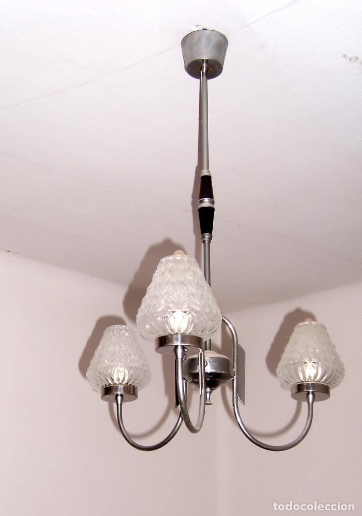 ANTIGUA Y PRECIOSA LAMPARA DE TECHO DE TRES BRAZOS CON TULIPAS DE CRISTAL (Antigüedades - Iluminación - Lámparas Antiguas)