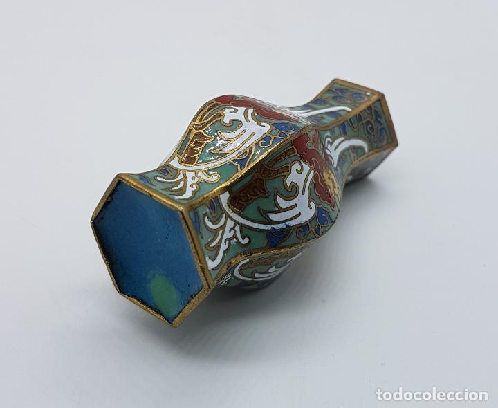 Antigüedades: Pequeño jarroncito antiguo de latón con esmaltes cerámicos cloisonné chino. - Foto 5 - 89541224