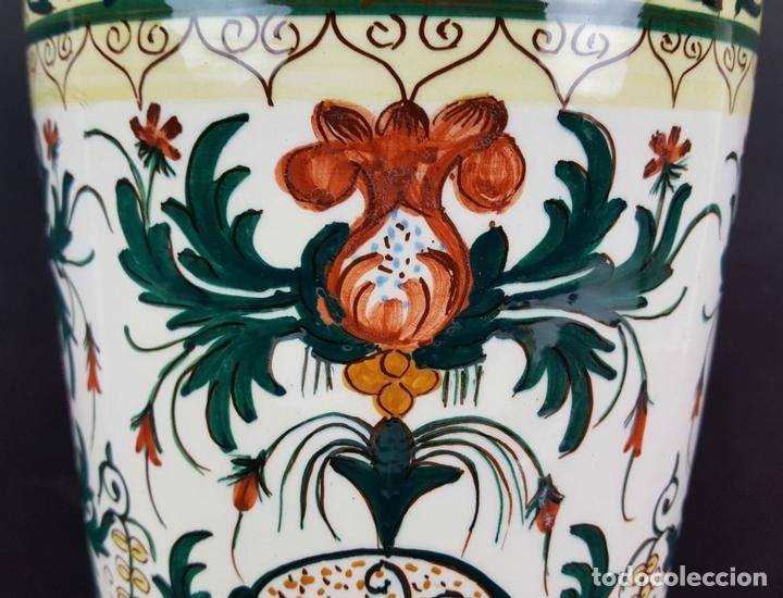 Antigüedades: JARRÓN EN CERÁMICA ESMALTADA. MOTIVOS FLORALES. PINTADO A MANO. CIRCA 1960. - Foto 8 - 89542912