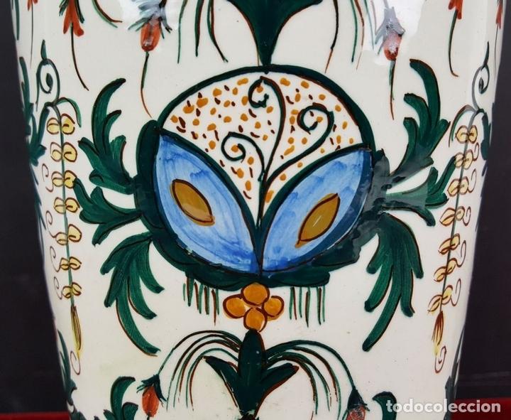 Antigüedades: JARRÓN EN CERÁMICA ESMALTADA. MOTIVOS FLORALES. PINTADO A MANO. CIRCA 1960. - Foto 11 - 89542912