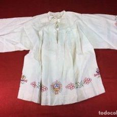 Antigüedades: ROQUETE PARA MONAGUILLO. LINO BORDADO MECÁNICO. ESPAÑA. SIGLO XX. Lote 89579376