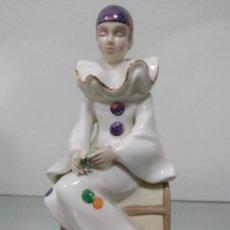 Antigüedades: FIGURA PORCELANA ARLEQUÍN CON BAUL - MEDIFLOR (VALENCIA) SIN ESTRENAR.. Lote 89598856