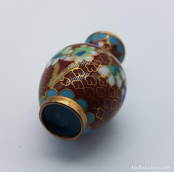 Antigüedades: Pequeño jarroncito antiguo de latón con esmaltes cerámicos cloisonné chino. - Foto 5 - 89631044