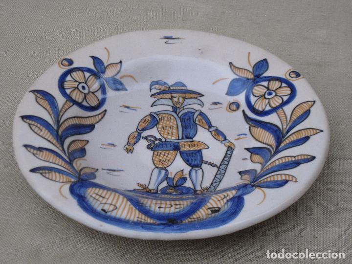 PLATO EN CERAMICA VIDRIADA TRICOLOR, DE TALAVERA DE LA REINA ( TOLEDO ) (Antigüedades - Porcelanas y Cerámicas - Talavera)