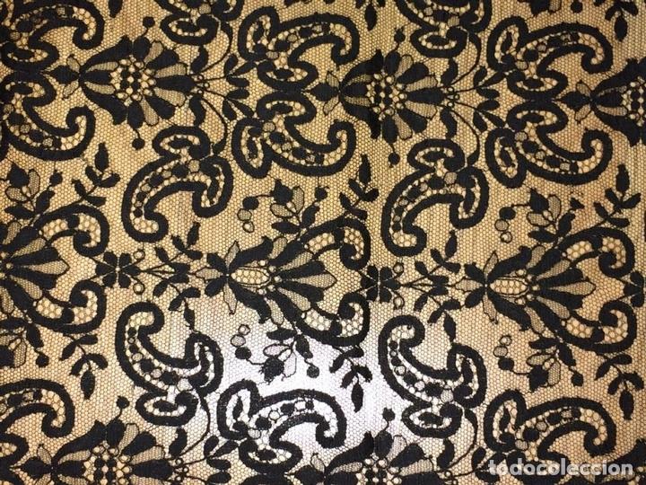 Antigüedades: GRAN MANTILLA. ENCAJE BORDADO SEMIMANUAL S. TUL. SEDA-VISCOSA. ESPAÑA.CIRCA 1920 - Foto 17 - 71802143