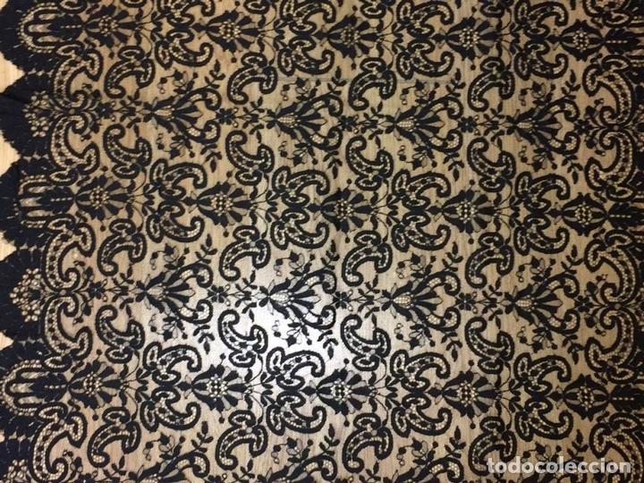 Antigüedades: GRAN MANTILLA. ENCAJE BORDADO SEMIMANUAL S. TUL. SEDA-VISCOSA. ESPAÑA.CIRCA 1920 - Foto 18 - 71802143
