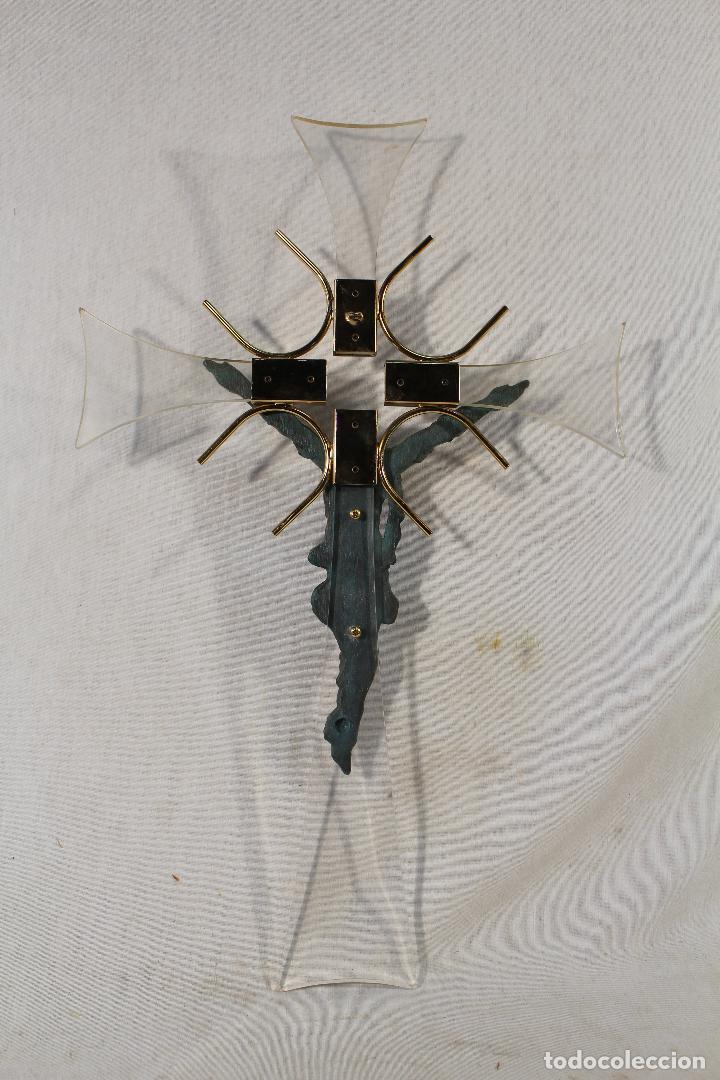 Antigüedades: cristo en la cruz en metacrilato y resina - bronce - Foto 2 - 89800556