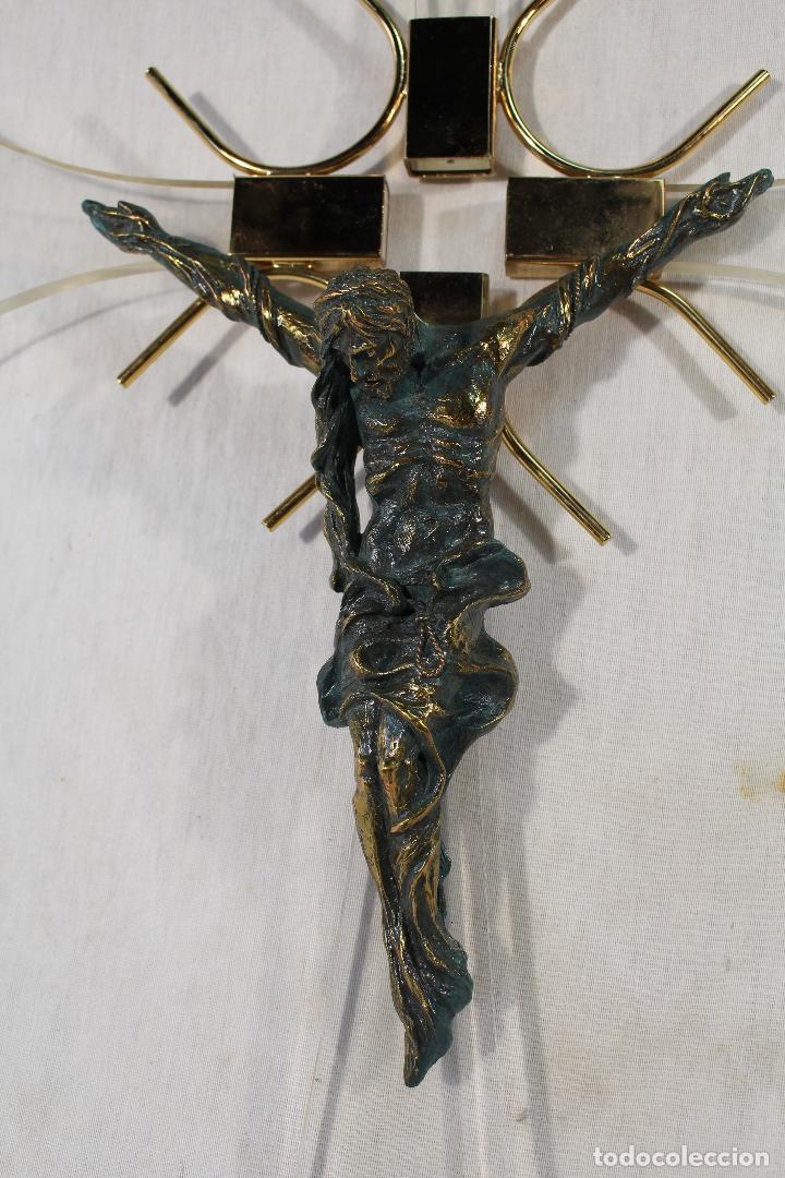 Antigüedades: cristo en la cruz en metacrilato y resina - bronce - Foto 4 - 89800556