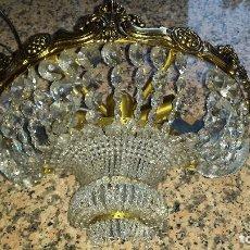 Antigüedades: ANTIGUO APLIQUE DE BRONCE Y CRISTALES . Lote 89804064