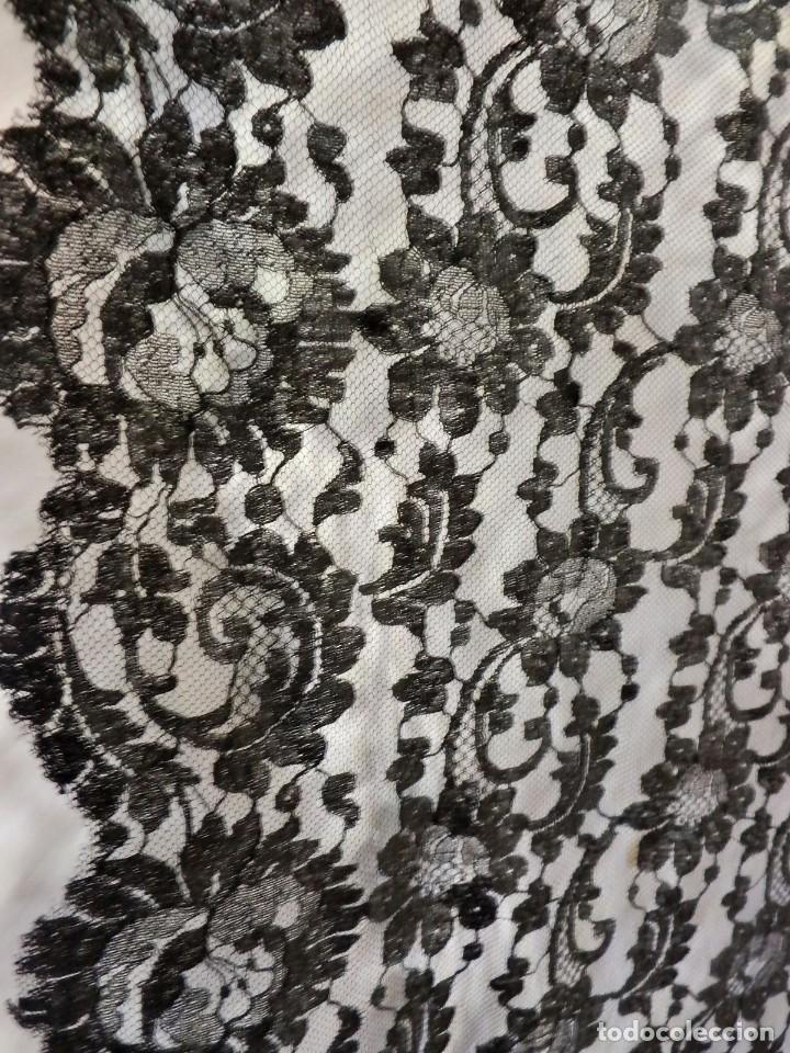 Antigüedades: 4010 Gran mantilla española de seda lasa años 1920 mide 190x80 cm - Foto 3 - 89814472
