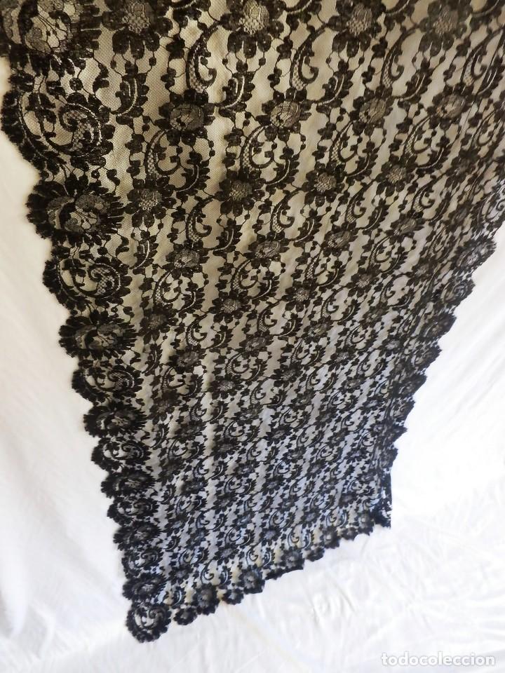 Antigüedades: 4010 Gran mantilla española de seda lasa años 1920 mide 190x80 cm - Foto 5 - 89814472