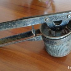 Antigüedades: ANTIGUA PRENSA-TAMIZADOR MANUAL. Lote 89839848