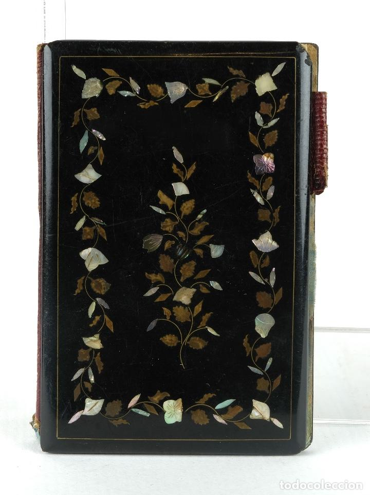 Antigüedades: Carnet de baile en pasta con aplicaciones en metal y nácar interior en tela con su estuche siglo XX - Foto 2 - 89844960