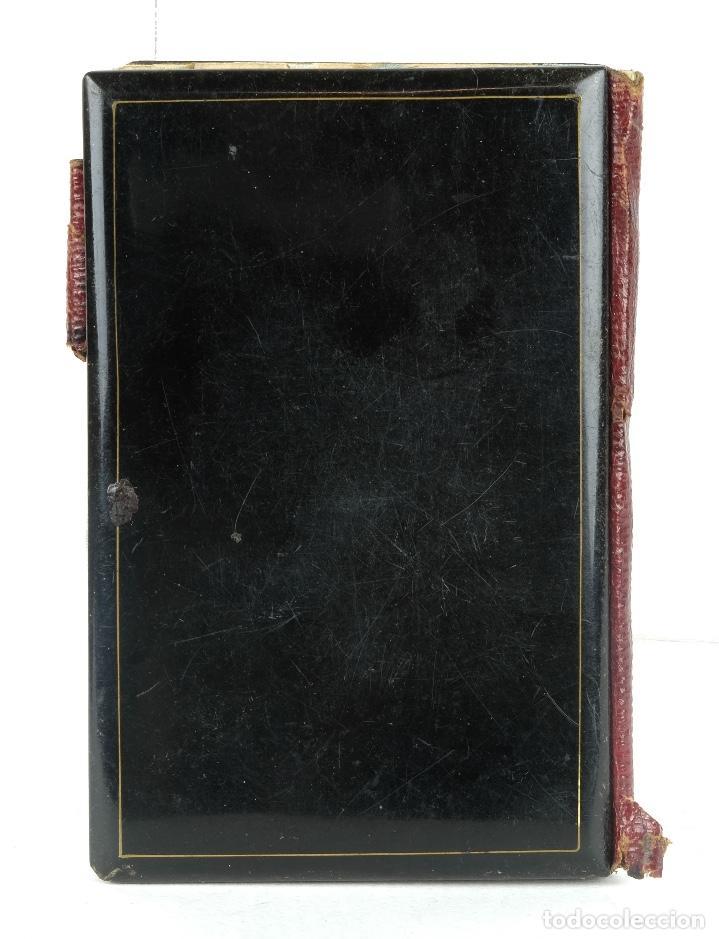 Antigüedades: Carnet de baile en pasta con aplicaciones en metal y nácar interior en tela con su estuche siglo XX - Foto 3 - 89844960