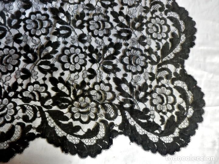 Antigüedades: 4018 Gran mantilla española de encaje de blonda 250x115 cm años 1920 - Foto 2 - 89849540