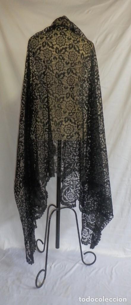 Antigüedades: 4018 Gran mantilla española de encaje de blonda 250x115 cm años 1920 - Foto 5 - 89849540