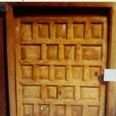 Antigüedades: PUERTA ANTIGUA DE CUARTERONES CON MARCO. Lote 89866628