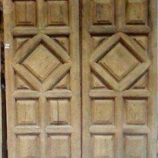 Antigüedades: PUERTA DOBLE DE CUARTERONES TRIANGULARES. Lote 89884464