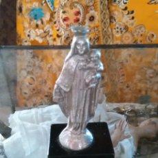 Antigüedades: METAL Y PEANA DE MARMOL NEGRO , VIRGEN DEL CARMEN 10 CM APROX. Lote 90006484