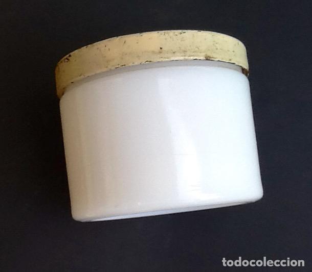TARRO- CAJA DE VIDRIO OPALINO.ENVIO INCLUIDO EN EL PRECIO. (Antigüedades - Cristal y Vidrio - Otros)