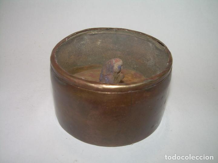 Antigüedades: MUY ANTIGUO RELICARIO DE LATON....POSIBLEMENTE ORIENTAL. - Foto 3 - 90046264