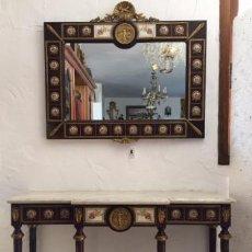 Antigüedades: CONJUNTO DE CONSOLA Y ESPEJO CON DETALLES EN BRONCE Y PORCELANA. Lote 90050220