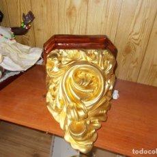 Antigüedades: P RECIOSA MENSULA DORADA ,ES DE LOS AÑOS 60 FABRICADA EN ARTE RELIGIOSO DE OLOT,MIDE 30X25X20 APROX. Lote 130608006