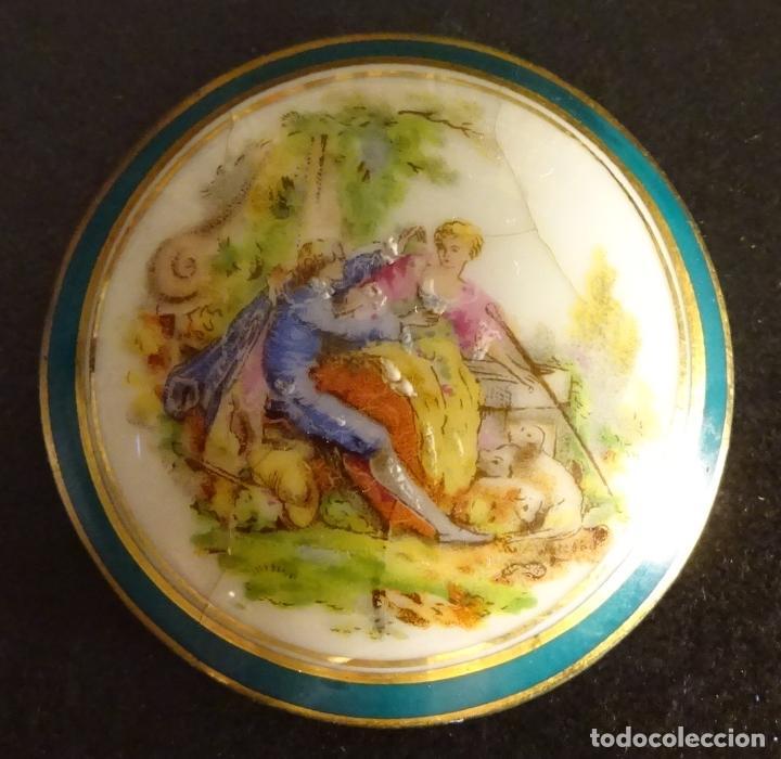 TAPA PEQUEÑO JOYERO LIMOGES. DIÁMETRO 4 CM (Antigüedades - Porcelana y Cerámica - Francesa - Limoges)