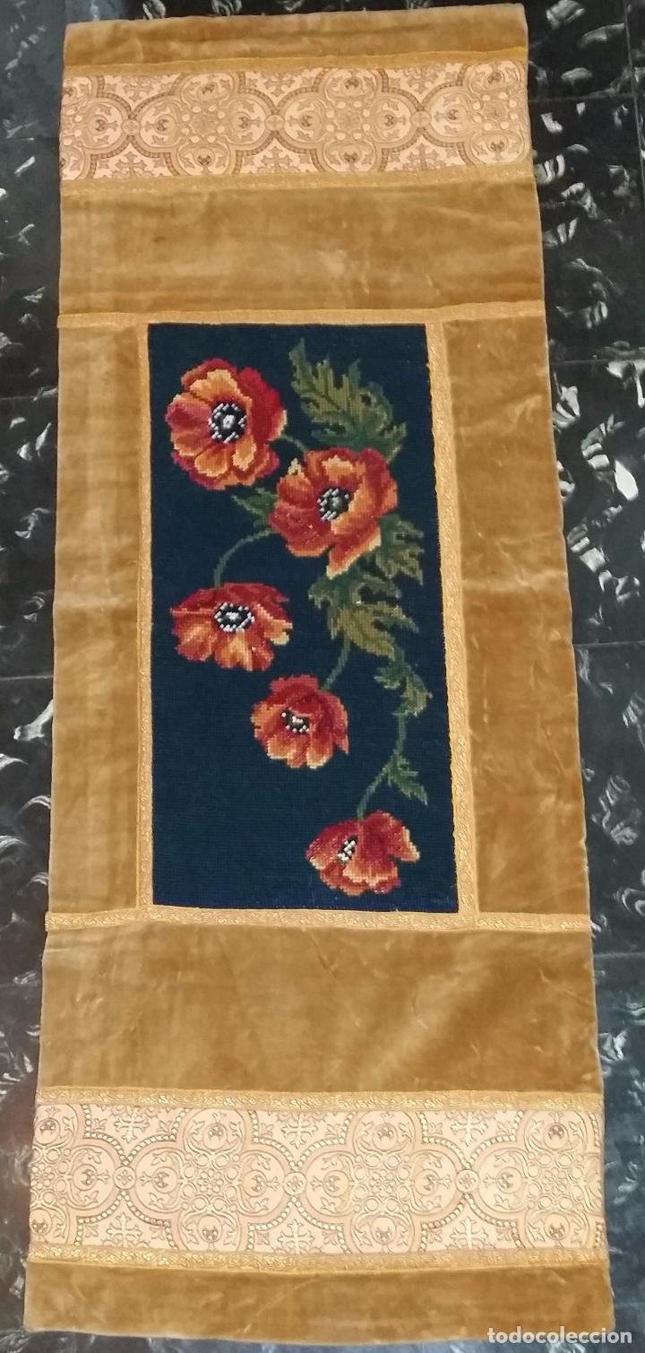 Antigüedades: Antiguo tapete con bordado - Foto 2 - 90267376